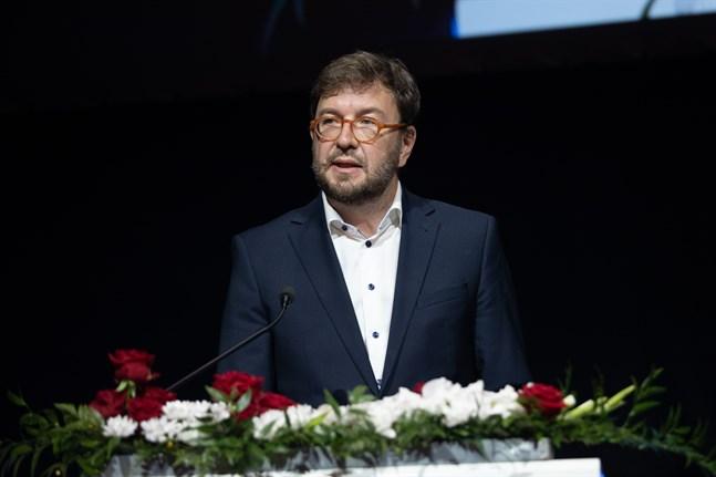 Kommunikationsminister Timo Harakka (SDP) jobbade ett par dagar på distans medan han väntade på coronatestets resultat.