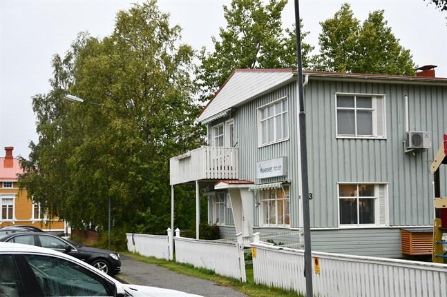 Tomten mellan Kristinestads skola och Pupula-huset kan få tvåvåningshus.