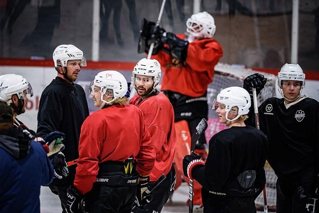Det blir ingen match för Erik Backlund & Co i Muik Hockey på lördag.