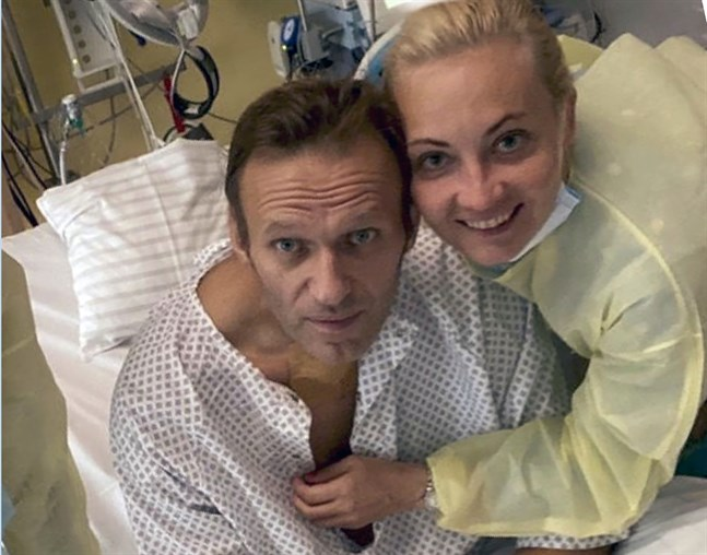 Aleksej Navalnyj på sjukhuset i Berlin på en bild som nyligen lades ut på Instagram.