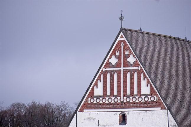 Evangelisk-lutherska kyrkan i Finland har rätt att forma sin egen äktenskapssyn och utfärda varningar åt präster som bryter mot den. Det fastslår Högsta förvaltningsdomstolen.
