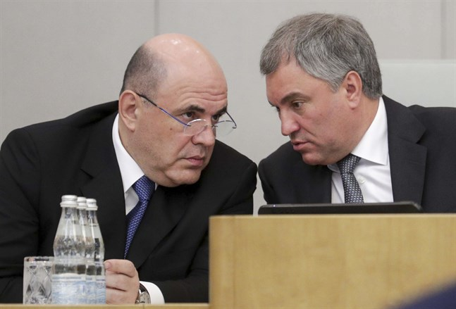 Rysslands premiärminister Michail Misjustin (vänster) i samspråk med statsdumans talman Vjatjeslav Volodin. Arkivbild.