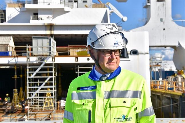 Enligt Jyrki Heinimaa, vd för varvet Rauma Marine Constructions, är det omöjligt att bedöma hur coronapandemin slutligen inverkar på Raumovarvet. Bilden är från sjösättningen av fartyget Aurora Botnia den 11 september.