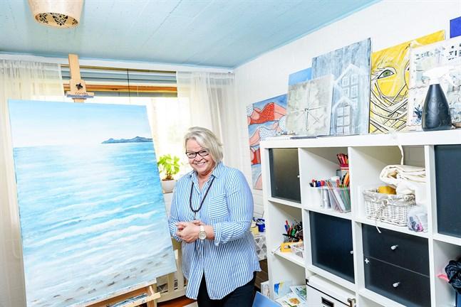 Att måla är en av Katta Svenfelts största intressen. När saknaden efter den årliga Mallorca-resan blev för stor målade hon av sin favoritstrand i Alcudia.