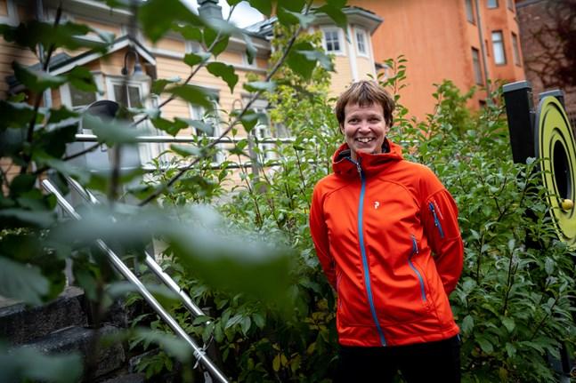 Under sommarens ljusa dagar har man vant med sig med en annan livsstil, säger Anna-Lena Blusi, sakkunnig inom fysisk aktivitet, återhämtning och hälsa på Folkhälsan.
