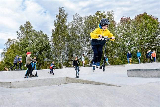 Bilden är från skejtparken i Jakobstad, som invigdes förra veckan.