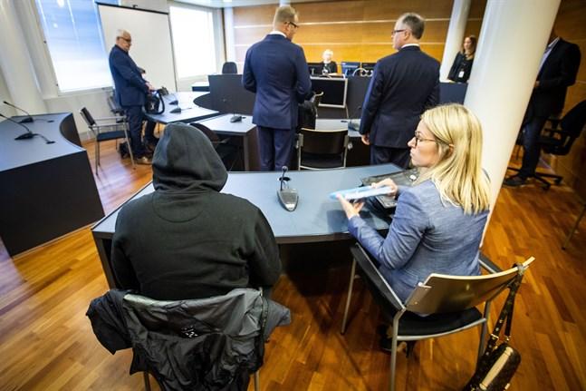 Den 36-årige småbarnspappan från Vasa var känslosam under rättegången och bedyrade sin oskuld. Han företräddes av advokat Anni-Leena Träskbäck.