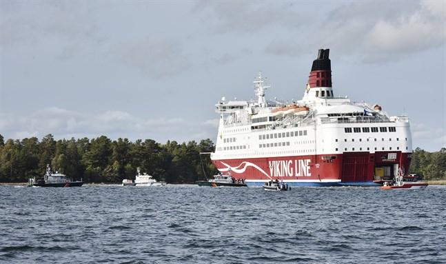 Viking Line-fartyget Amorella stötte på grund på söndagen.