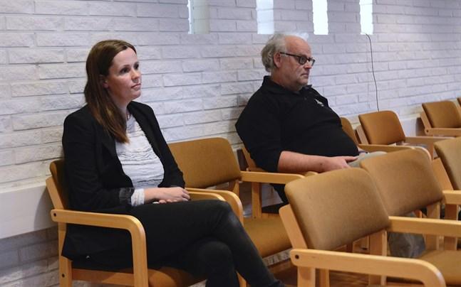 Johanna Borg är stadsfullmäktiges nya ordförande, och Karl-Gustav Svedjebäck tar hennes plats som ordförande för vårdnämnden. Vid måndagens val satt de på åskådarplats som jäviga.