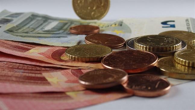 Kostnaderna för utbetalningen av arbetslöshetsförmåner har ökat markant i jämförelse med fjolårets siffror.
