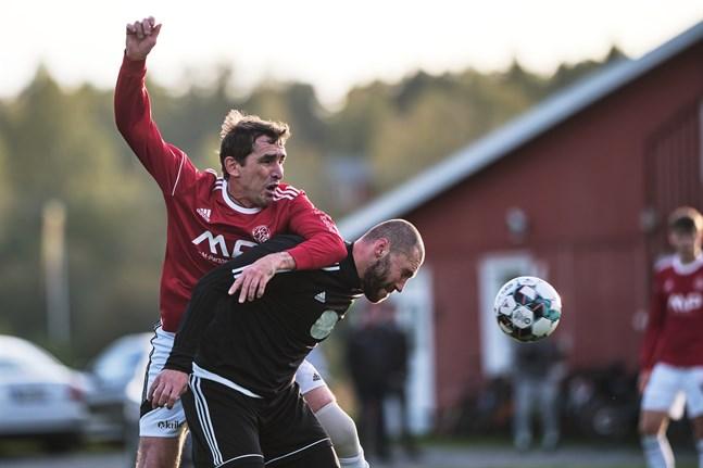 Valeri Oleinik och hans Kaskö IK kämpade ner Sundom IF på tisdagskvällen i Sundom.