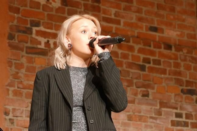 """Alva Nygård är en av solisterna på """"Så mycket bättre""""-konserten. I oktober är hon aktuell med en ny singel."""