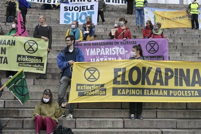 Fyra av fem finländare anser att den egna livsstilen är hållbar med tanke på miljön. Det framgår av en färsk enkät som tankesmedjan e2 och Vasa universitet har gjort. Bilden föreställer klimatrörelsen Fridays for futures demonstration den 5 september i Helsingfors.