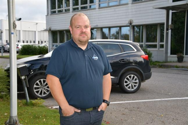 Det blir ingen fotbollsavslutning i Kaskö på lördag. Matchen mellan Kaskö IK och VPV spelas inte på grund av coronaläget. Trist, säger tränaren Johan Bärnlund.