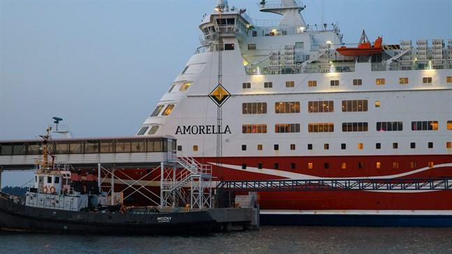 Hur omfattande fartyget Amorellas skador är klarnar först då hon undersökts ordentligt vid varvet i Nådendal.