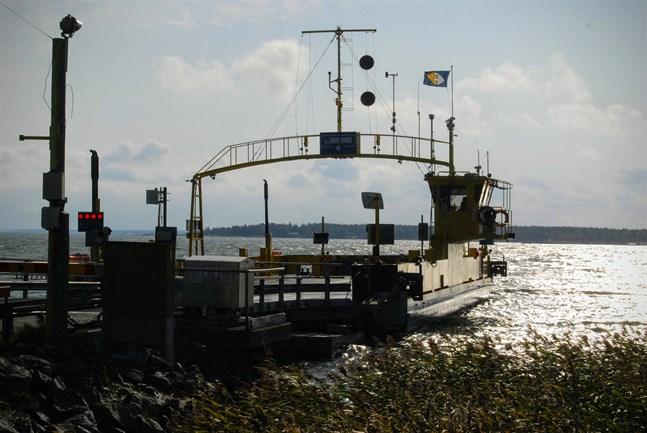 I nuläget finns det inget färjfäste för en reservfärjan på rutten mellan Bergö och Bredskär.