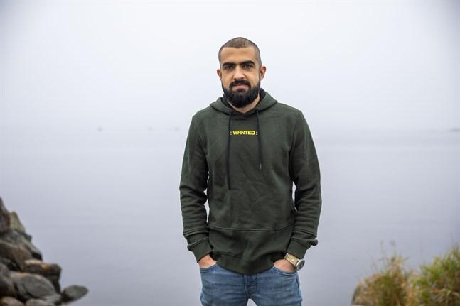 2015 flydde Ali Ibrahim från sitt hemland Irak. Nu tar han en dag i taget och hoppas på en framtid i Finland.