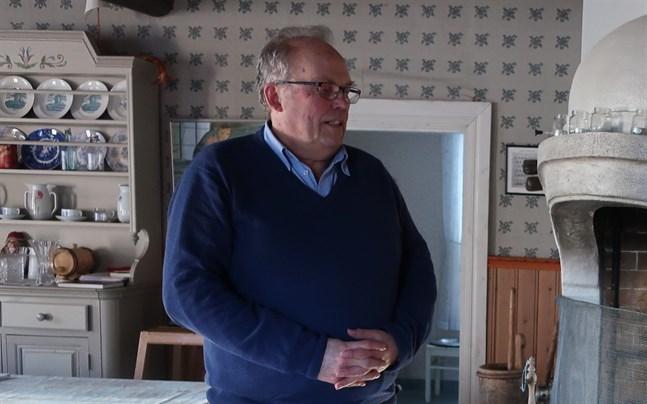 Christer Forsström har tilldelats Hagforsmedaljen för långvarigt arbete inom Nedervetil hembygdsförening.