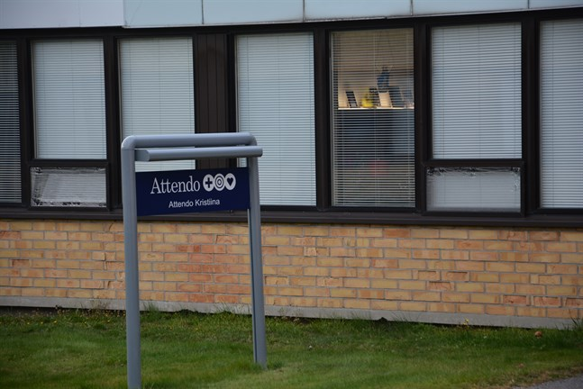 Boendet Attendo Kristina hyr före detta BB-avdelningen i Bottenhavets sjukhus, men klagar nu hos ägaren staden Kristinestad om problem med inomhusluft.