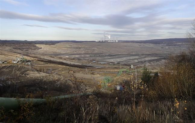 Brunkolsgruvan Turów nära staden Bogatynia i Polen. I dag kommer merparten av Polens energiförsörjning från kol. Nu har landets regering och fackliga representanter kommit överens om att landets kolgruvor gradvis ska stängas fram till 2049. Arkivbild.