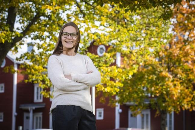 Professor Liisa Mäkelä kallar 2020 för distansjobbsrevolutionen. Framtidens utmaningar blir bland annat att inkludera alla som jobbar på distans i arbetsgemenskapen.