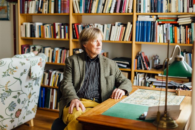 Fredrik Lång, född i Närpes, har skrivit ett slags lärobok för sina barnbarn.