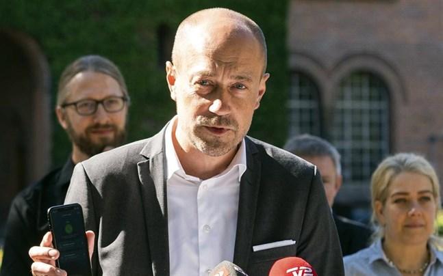 Fler restriktioner kan bli aktuella, enligt hälsominister Magnus Heunicke (S).