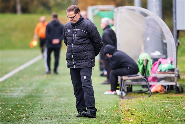 FC United och tränaren Keijo Paananen har ett och annat att bita i om man ska lyckas få en vändning till stånd mot VJS i returmötet.