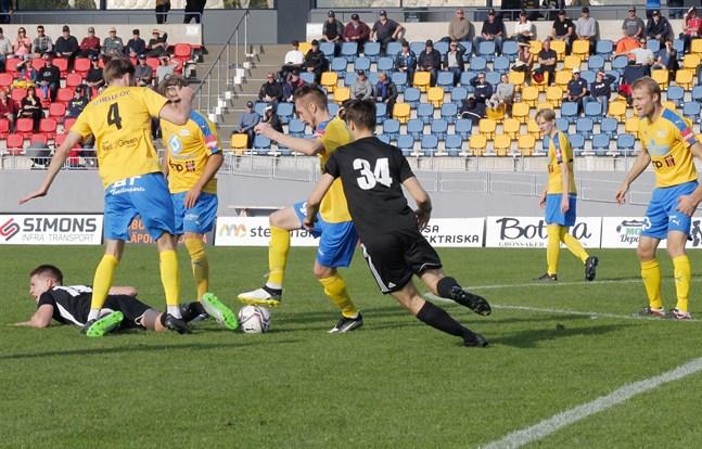 Bilden är från matchen mellan Kraft och Sundom IF i Närpes i slutet av september.