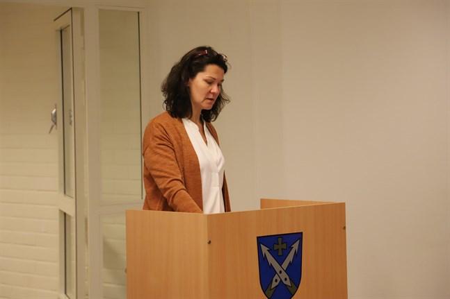 SFP:s gruppordförande Camilla Ribacka lade fram förslaget om en tomtkampanj. Förslaget godkändes enhälligt.