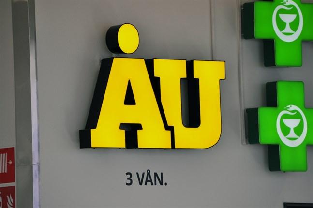 Åbo Underrättelser utkommer normalt trots att personalen permitteras.
