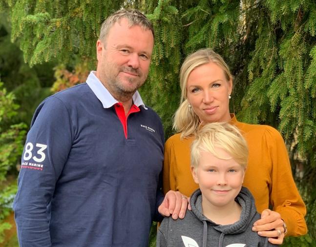 Juha, Paula och Roope Erkkilä vill vara öppna med att det är deras familj som är upphovet till smittkedjan i Chydenius skola. De är glada över att de inte fått några påhopp, utan bara stöd.