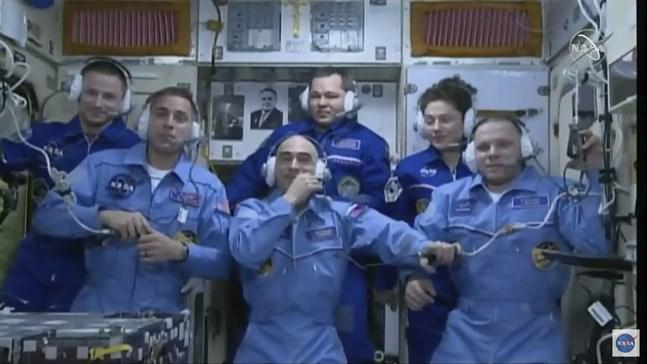 Chris Cassidy, Anatolij Ivanisjin och Ivan Vagner, längst fram i bild, utgör den nuvarande besättningen på ISS. Arkivbild.