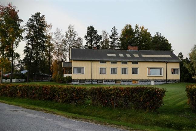 Pixnekliniken finns i en byggnad i tre våningar. Snart kan en flytt till Tallgården, till vänster i bild, bli aktuell.