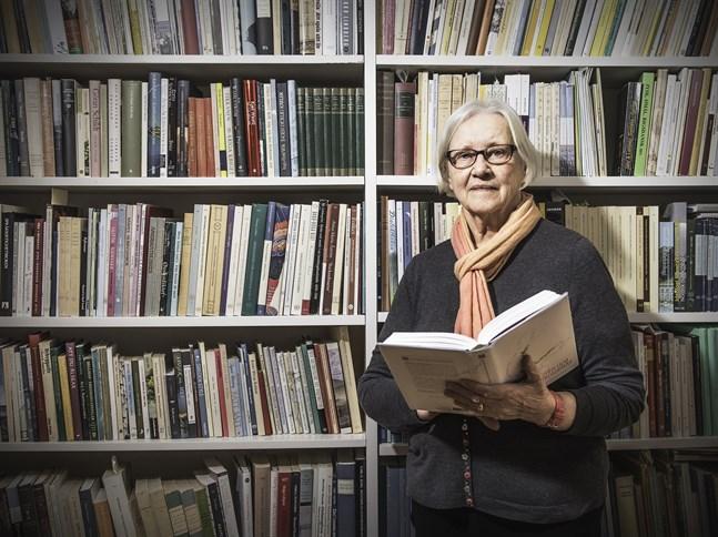 """Berättelserna i Ivars nyutkomna bok """"Amerikaminnen"""" bygger på inspelningar både med emigranter som blev kvar i Amerika och med sådana som återvände till Österbotten."""