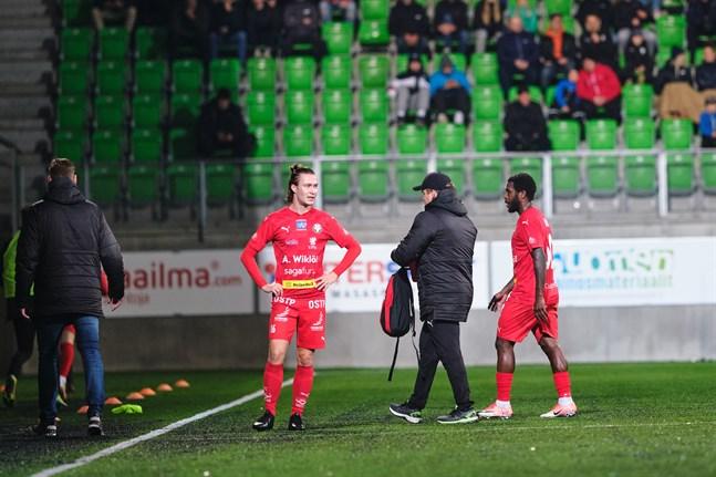 Jaro får lappa ihop sina sargade spelare inför söndagens derby mot KPV. Toro måste utgå redan efter 28 minuter mot VPS och inte heller Topi Järvinen spelade hela matchen.
