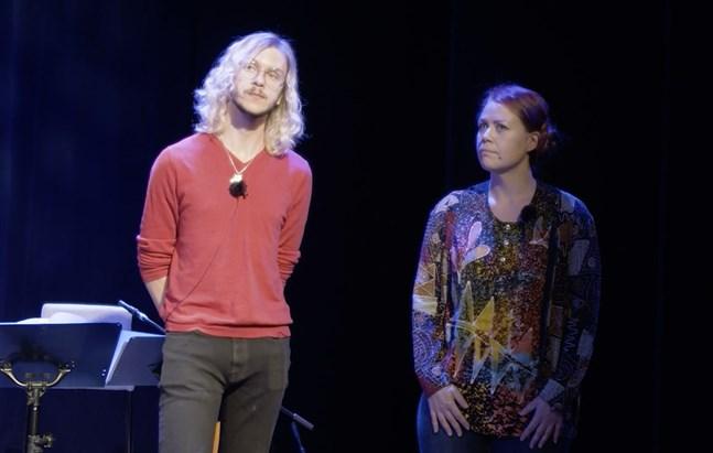 Philip Järvenpää och Charlotta Kerbs är glada att de kan använda sina röster för ett gott ändamål.