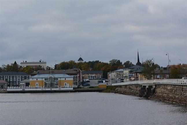 Kristinestad får ett nytt vårdbolag som från årsskiftet ska ta över en stor del av primärvården, nu även med sjukvårdsdistriktet som delägare.