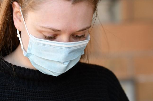 Social- och hälsovårdsministeriet och Institutet för hälsa och välfärd rekommenderar att man använder munskydd inomhus där det är svårt att hålla säkerhetsavstånd.
