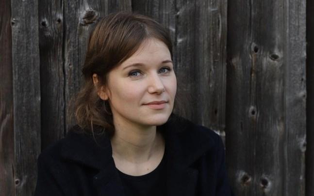 Iiris Viljanen, från Tölby och bosatt i Stockholm, är aktuell med jullåtar.