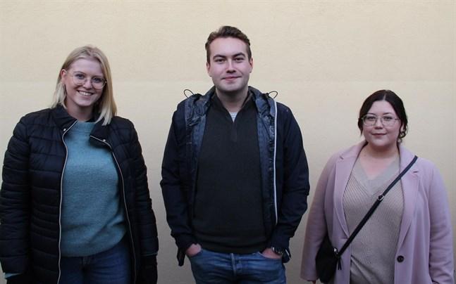 Julia Liewendahl studerar på Åbo Akademi, Filip Eriksson på Hanken och Patricia Holmberg på Novia. De skulle gärna se fler ålänningar som studerar i staden.