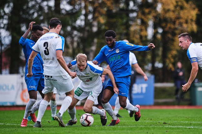 Närpes Kraft mötte Norrvalla FF lördagen 3 oktober. Den smittade spelaren var inte med i laguppställningen.