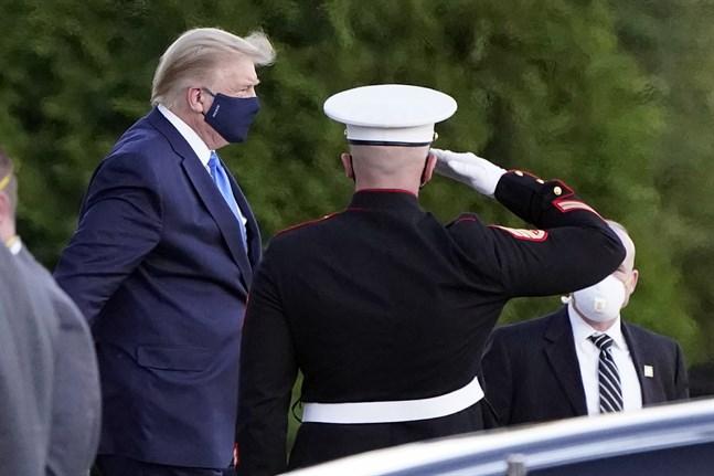 USA:s president Donald Trump har förts till militärsjukhuset Walter Reed för att vårdas för covid-19.
