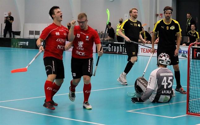 Jeppisspelarna David Hjulfors och Jakob Heikkilä hör till dem som får ligga lågt på söndag. Det blir ingen hemmamatch mot Remix.