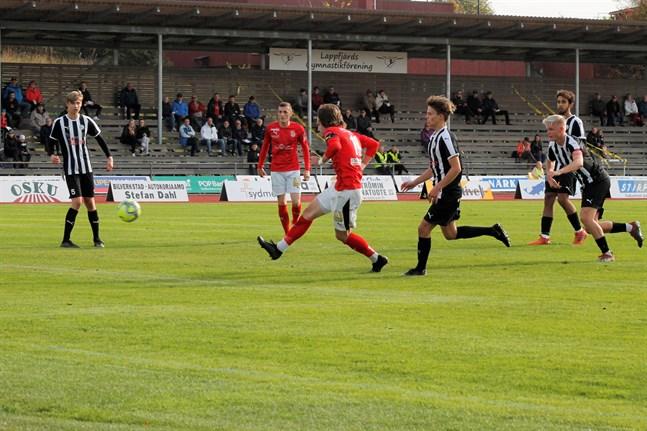 Michael Kozielek gjorde två mål då Sporting körde över VPS Akatemia. Men storsegern räckte inte för Kristinestadslaget som nu åker ner till fyran.