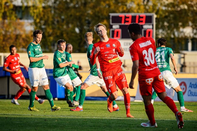 Severi Kähkönen och Jean Mabinda var båda i aktion för sina nya lag AC Oulu och HIFK på lördagen. Bilden är från Jaros match mot KPV den 4 oktober 2020.