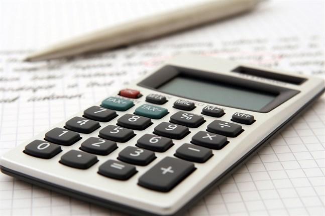 Finansministeriet förutspår att den offentliga skulden ökar kraftigt i år och nästa år.