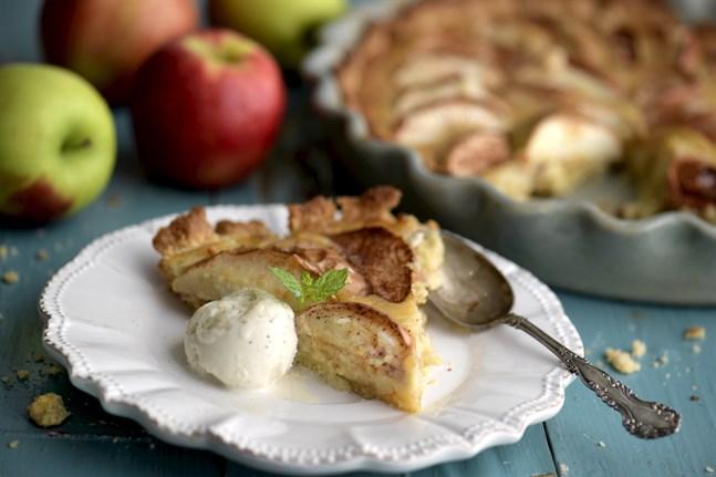 Äppelpaj är bland det mysigaste du kan bjuda på så här års.