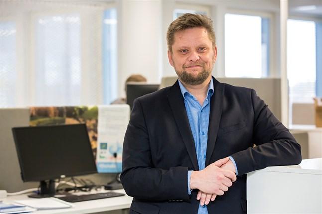Regiondirektör Henrik Jansson på Forststyrelsen anser att det var motiverat att bekämpa vresros med glyfosat i den österbottniska skärgården men säger att man nu ska se över användningen.
