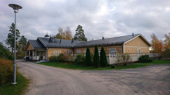 Backebo ligger invid kyrkan i Terjärv.